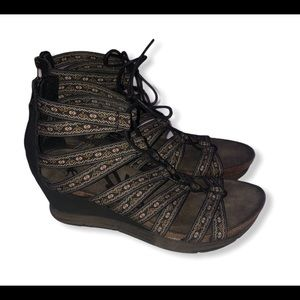 Women's New OTBT way out lace up wedge size 7